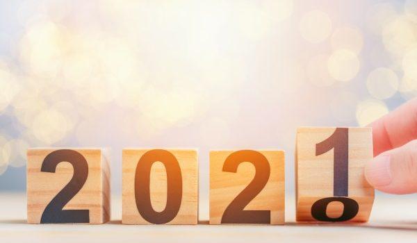 Cubi di legno con i numeri 2021